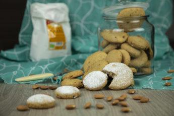 Biscotti di Farro, Mandorle e Uva Passa con Olio di Cocco - Cucinalabri