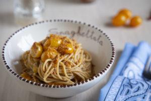 Spaghetti integrali, datterini gialli e alici sott'olio - Cucinalabri